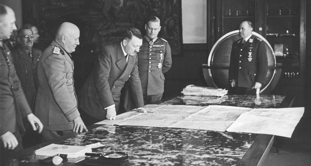 Adolf-Gitler-podpisal-plan-Barbarossa