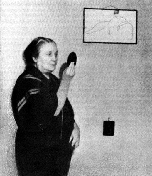 1960-e-nachalo-A.-Ahmatova-v-kvartire-na-ulitse-Krasnoy-Konnitsyi