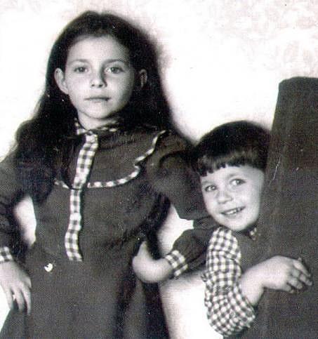 7-letnyaya-Katya-s-mladshey-sestroy-Nastey