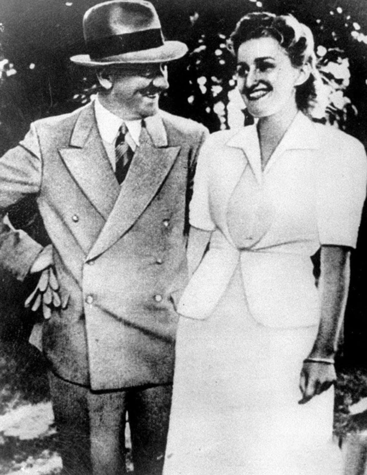 Adolf-Gitler-i-Eva-Braun.-1943
