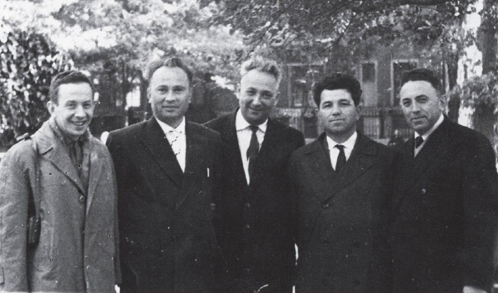 Aleksandr-Pecherskij-i-byvshie-uzniki-Sobibora