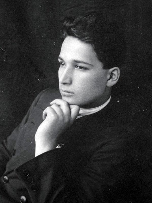 Aleksandr-Pecherskij-v-molodosti