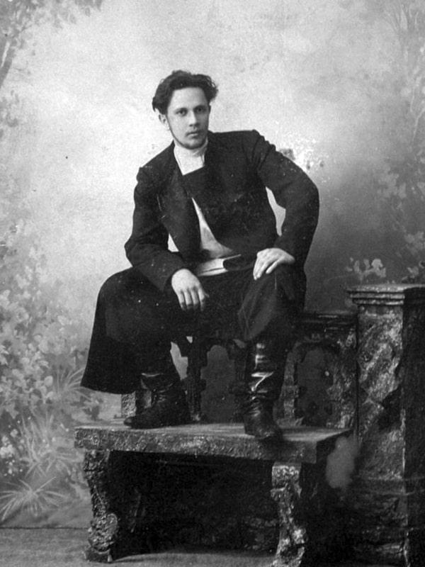 Aleksej-Tolstoj-v-molodosti