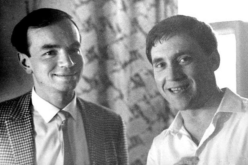 Andrey-Voznesenskiy-i-Vladimir-Vyisotskiy.-Moskva-iyun-1967-goda