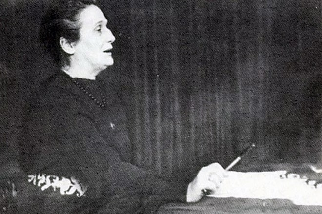 Anna-Ahmatova-chitaet-svoi-stihi-studentam