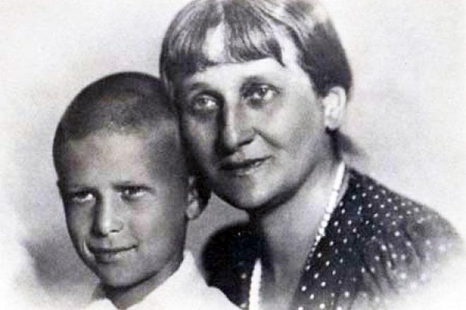 Anna-Ahmatova-s-syinom