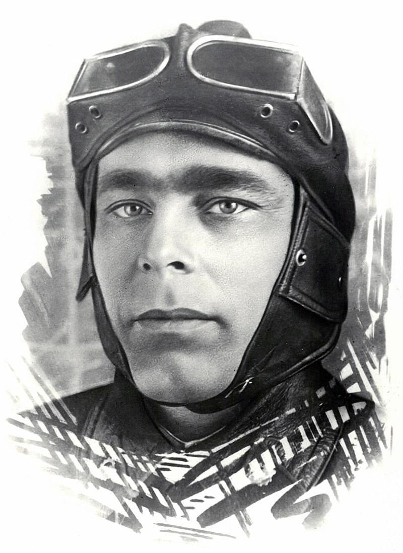 Brezhnev-kursant-Zabaykalskoy-bronetankovoy-shkolyi-1936