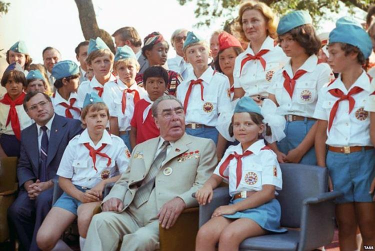 Brezhnev-i-pioneryi-interesnyefakty.org