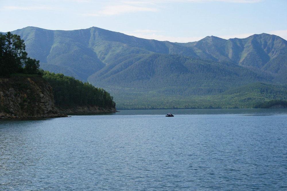 Buhta-Zmeinaya-v-CHivyrkujskom-zalive-Buryatiya