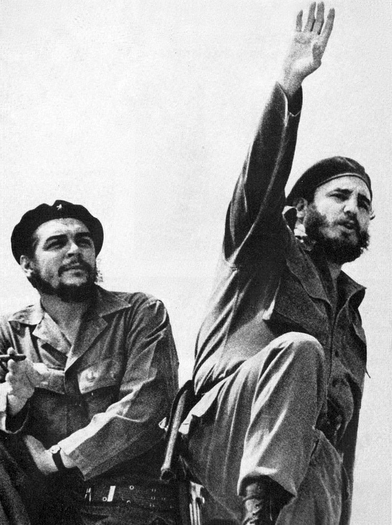 CHe-Gevara-sleva-i-Fidel-Kastro