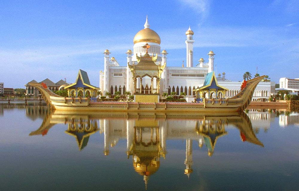 Dvorets-Istana-Nurul-Iman-samyj-bolshoj-dom