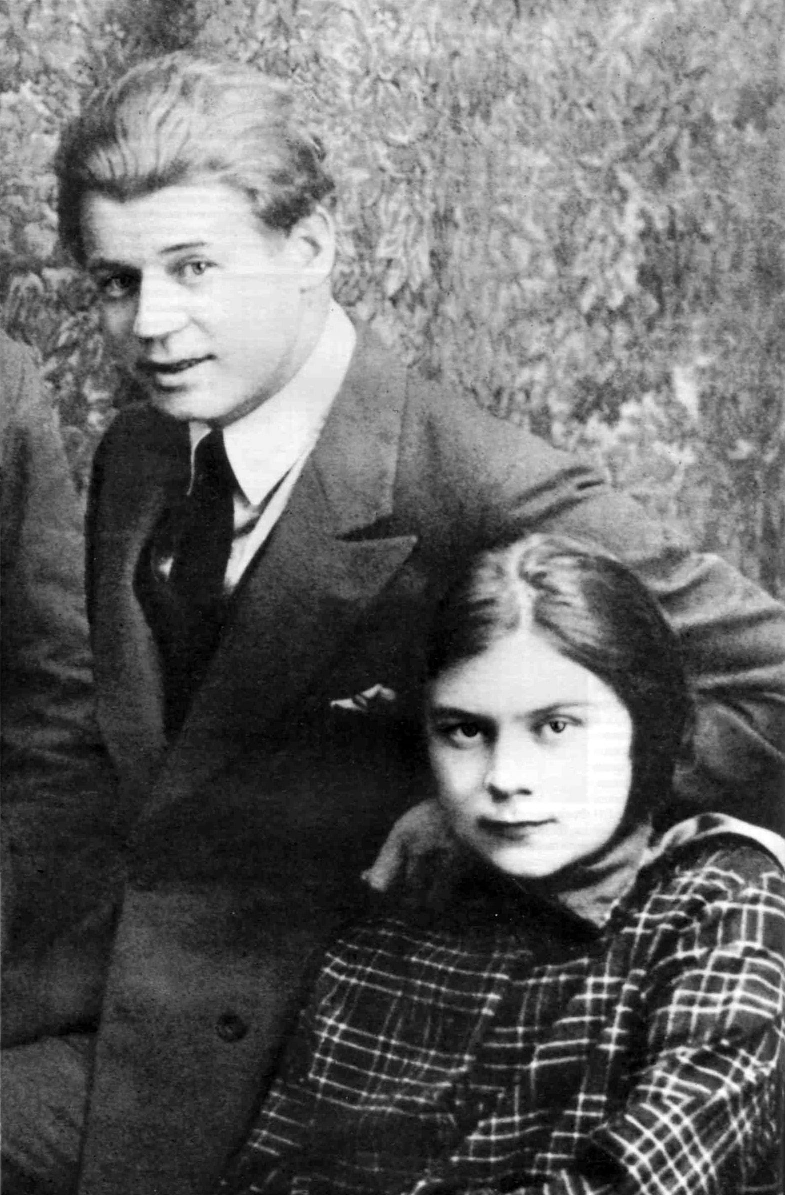 Esenin-i-Sofya-Andreevna-Tolstaya-1925