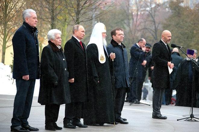 Fedor-Bondarchuk-na-otkrytii-pamyatnika-knyazyu-Vladimiru