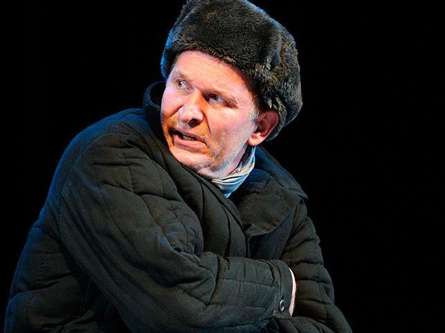 Fedor-Dobronravov-v-spektakle-Nezabyvaemye-znakomstva
