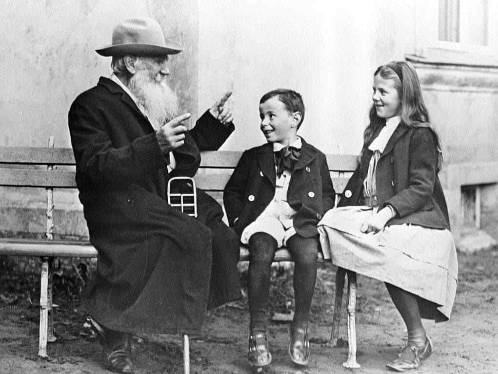 Foto-Lev-Tolstoy-s-vnukami