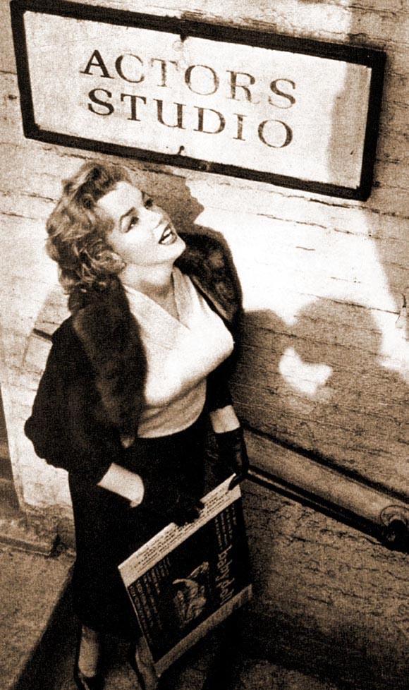 Foto-Me`rilin-Monro-v-aktyorskoy-studii-Li-Strasberga-v-1955