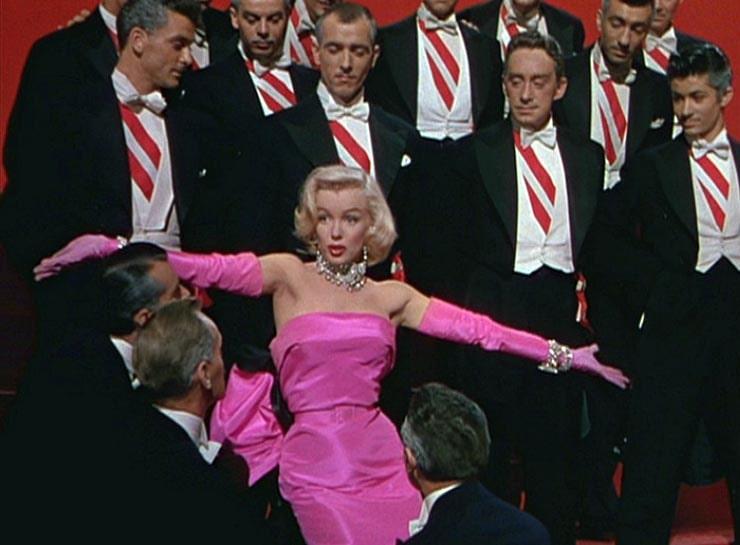 Foto-Me`rilin-Monro-v-filme-Dzhentlmenyi-predpochitayut-blondinok-1953