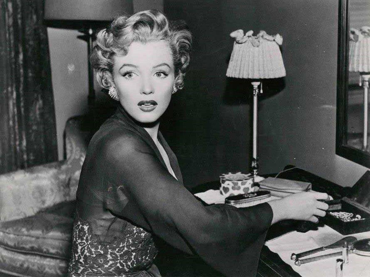 Foto-Me`rilin-Monro-v-roli-dushevno-bolnoy-nyani-v-filme---Mozhno-vhodit-bez-stuka---1952