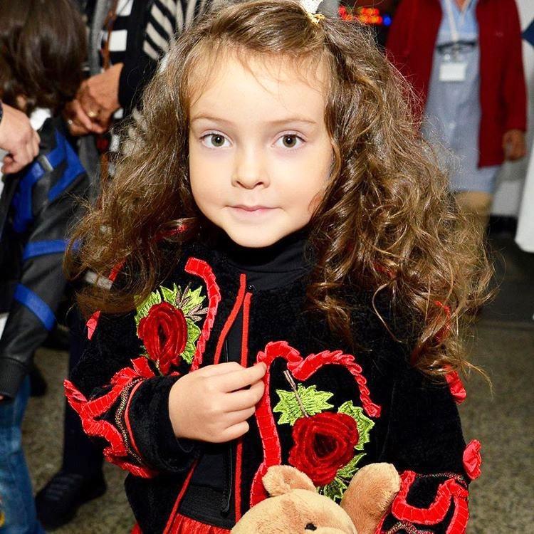 Foto-docheri-Kirkorova-4