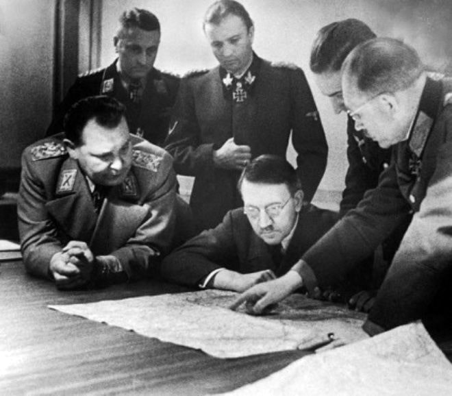 Gitler-na-obsuzhdenii-Ardennskoy-operatsii-s-Geringom-i-Guderianom-v-oktyabre-1944-g