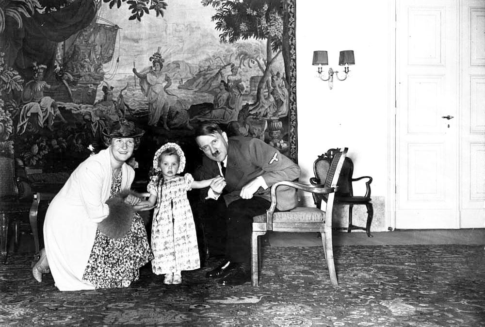 Gitler-s-E`mmi-i-E`ddoy-Gering-1940g