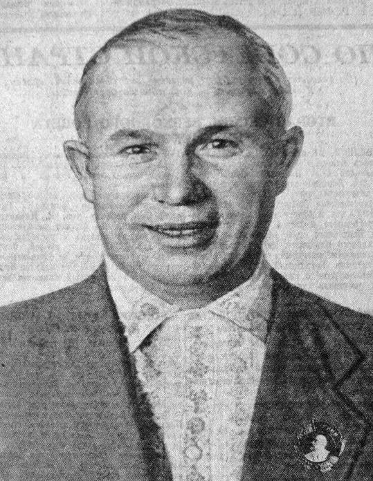 Hrushhyov-nagrazhdyonnyiy-ordenom-Lenina-za-stroitelstvo-metropolitena-v-Moskve-1935