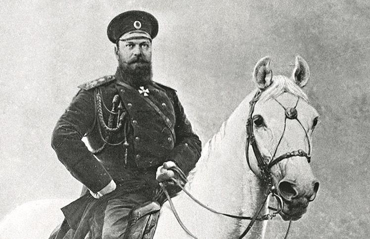 Imperator-Aleksandr-III-na-kone