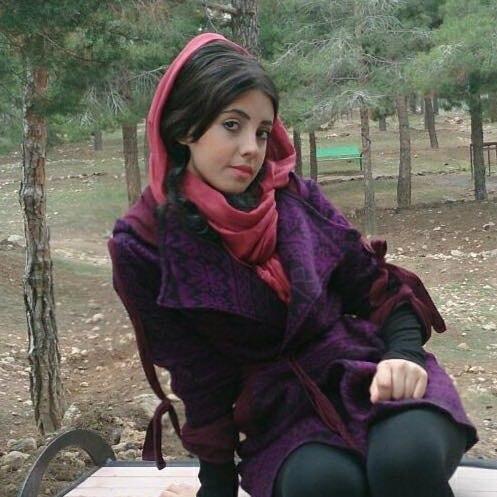 Iranka-pohozhaya-na-Dzholi-1