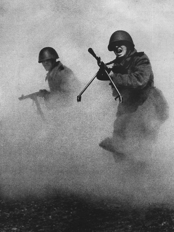 fotografiya-stavshaya-simvolom-muzhestva-i-geroizma-sovetskih-soldat