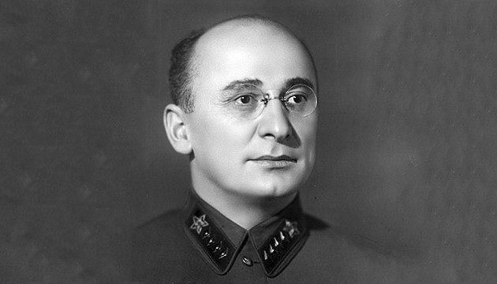 Kak-proyavil-sebya-Lavrentij-Beriya-vo-vremya-Velikoj-Otechestvennoj