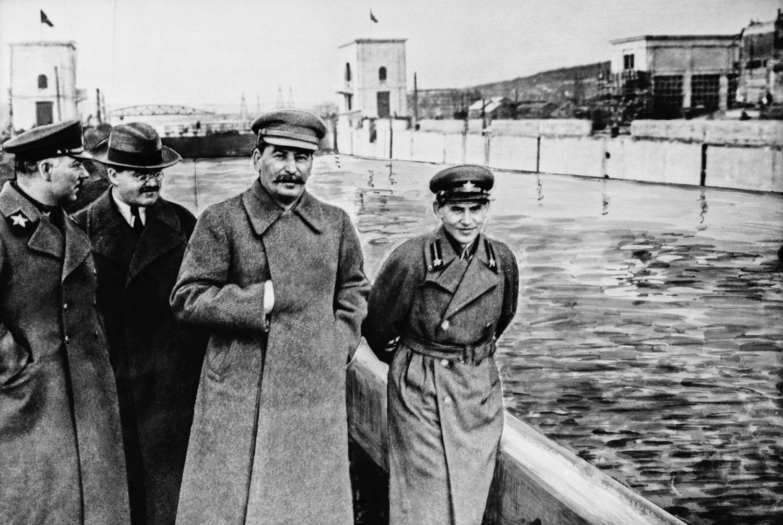 Kliment-Voroshilov-Vyacheslav-Molotov-Iosif-Stalin-i-Nikolay-Ezhov