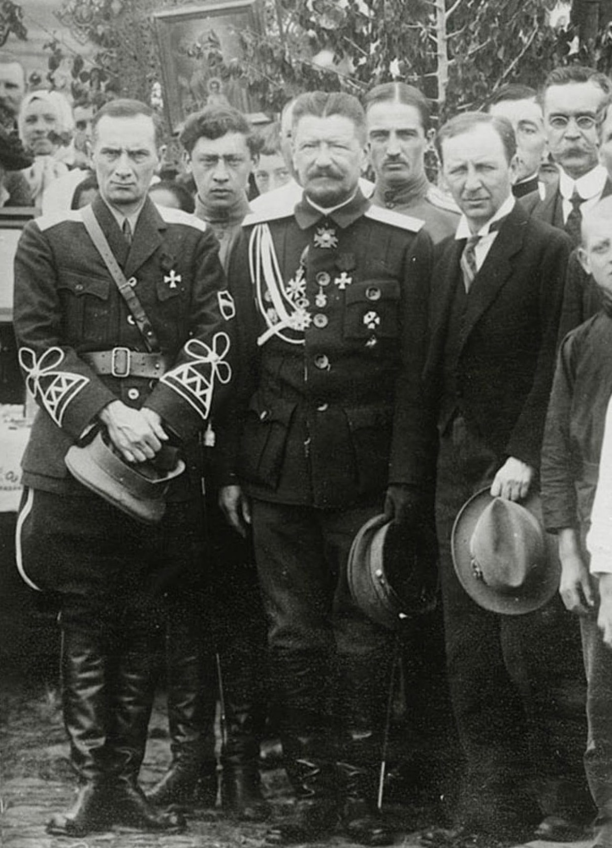 Kolchak-na-Kitaysko-Vostochnoy-zheleznoy-doroge-v-forme-KVZHD.-1917-god