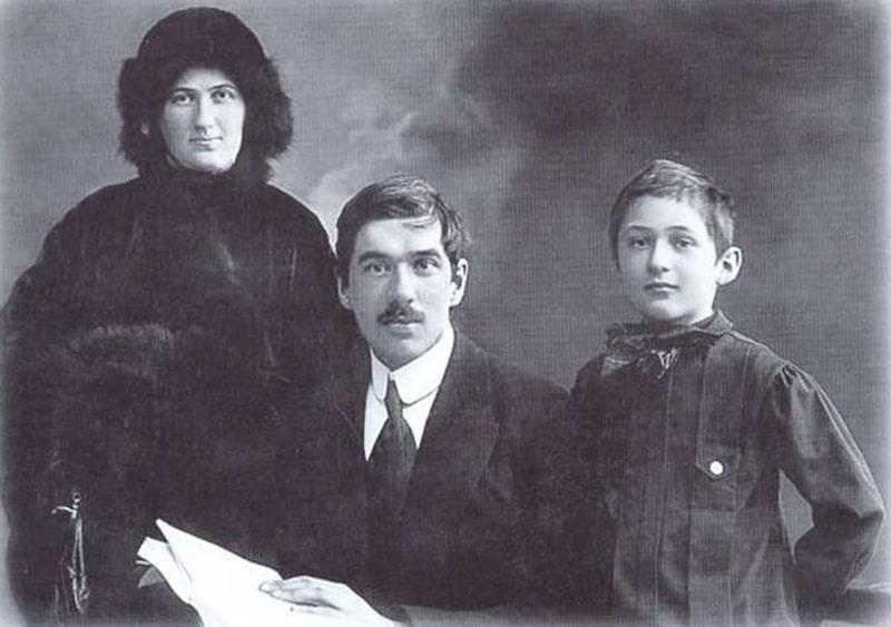 Kornej-CHukovskij-s-zhenoj-i-synom