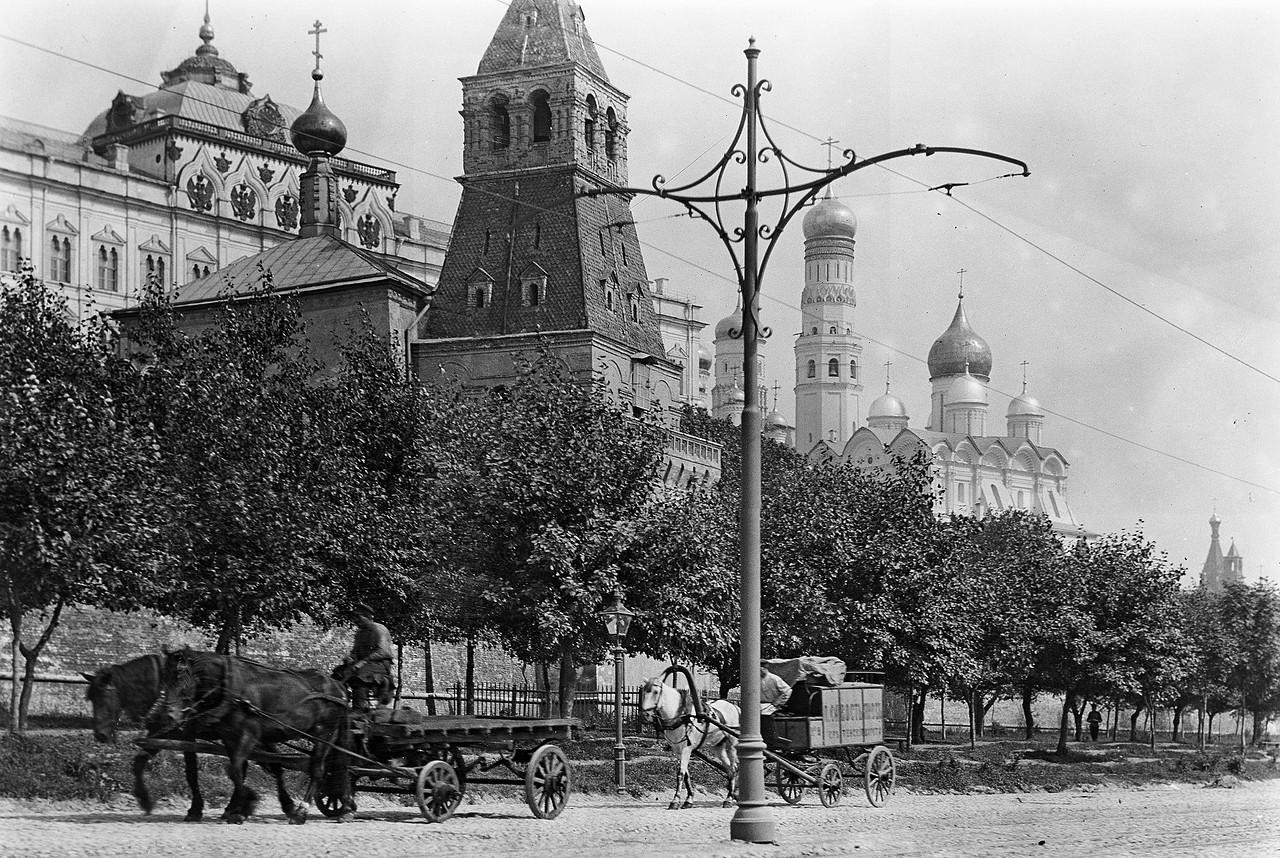 Kremlyovskaya-naberezhnaya-v-nachale-HH-veka