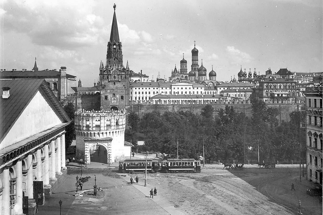 Kutafya-bashnya-Foto-Sovetskoy-Moskvyi