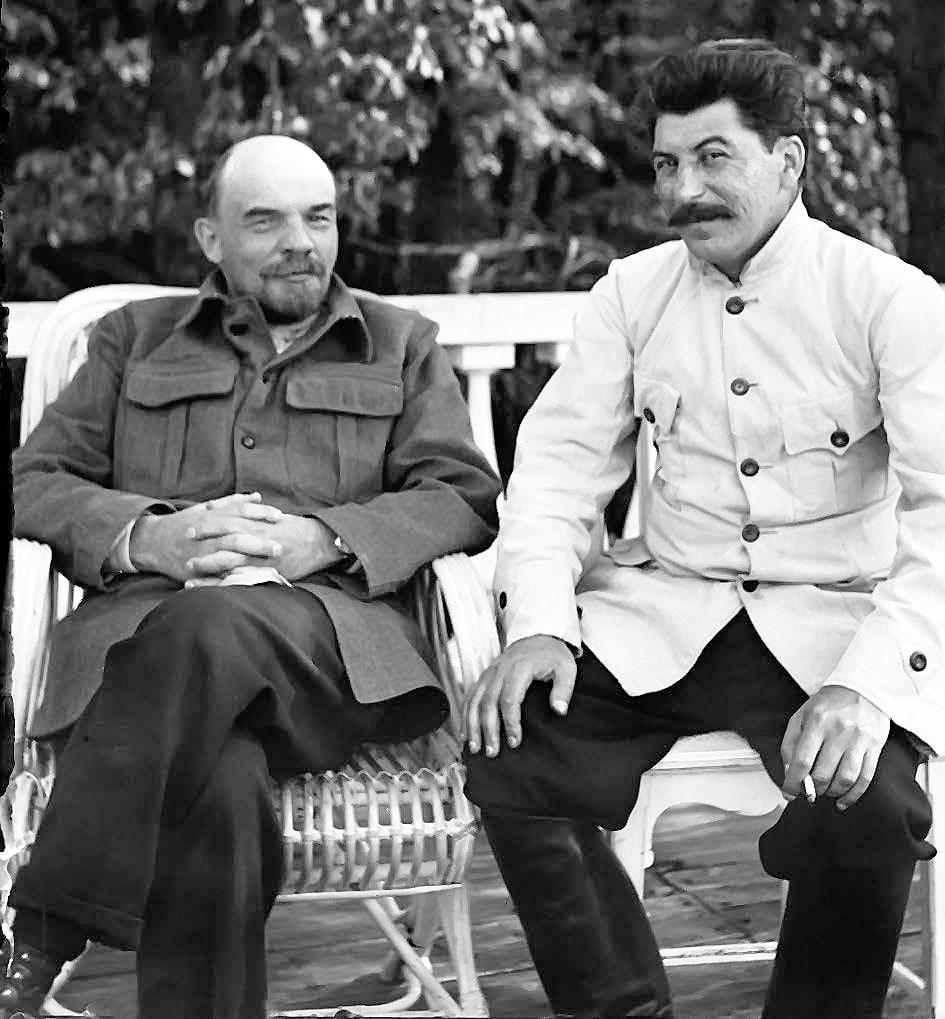 Lenin-i-Stalin-v-Gorkah-1922-god