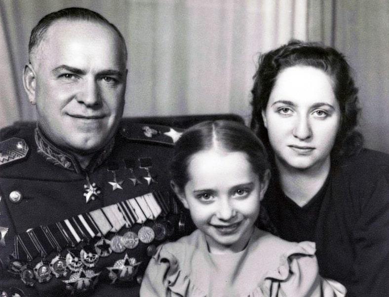 Marshal-ZHukov-i-ego-docheri