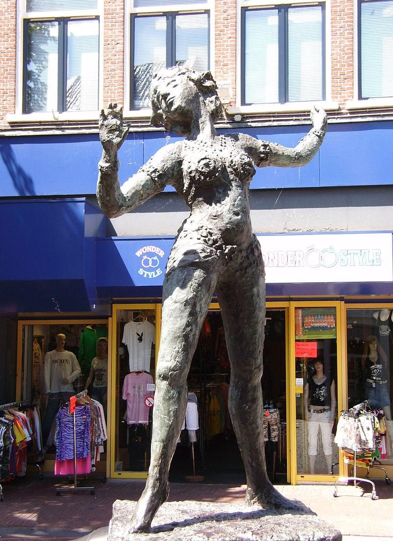 Mata-Hari.-Skulptura-v-Leuvardene