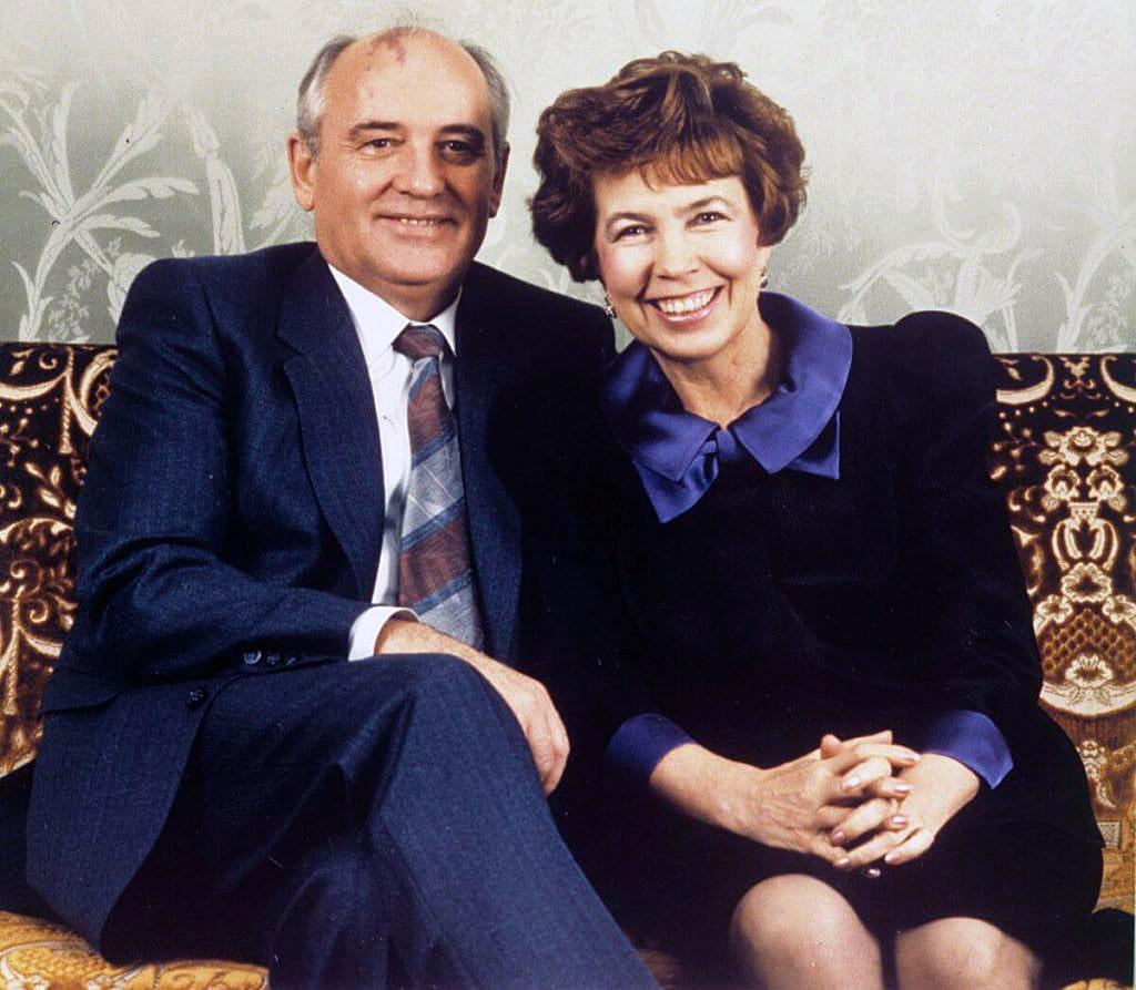Mihail-Gorbachev-i-ego-zhena-Raisa-Gorbacheva