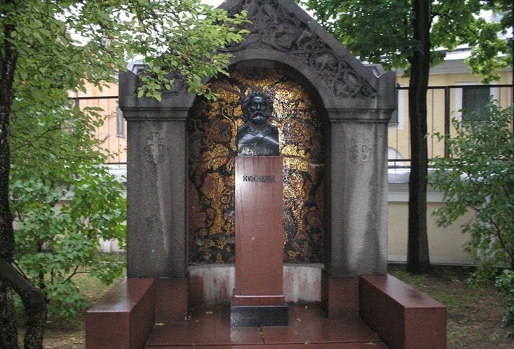 Mogila-A.-I.-Kuindzhi-na-Tihvinskom-kladbishhe-v-Aleksandro-Nevskoj-lavre-Sankt-Peterburg