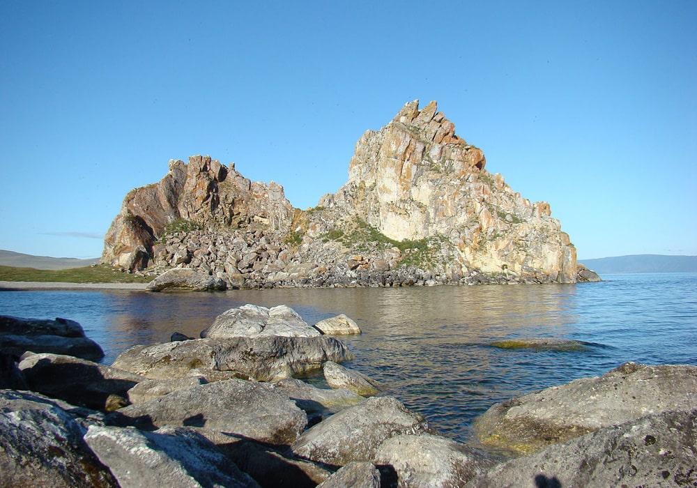 Mys-Skala-SHamanka-na-ostrove-Olhon