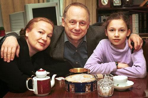 Nadezhda-Tolubeeva-s-roditelyami