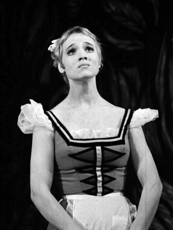 Nina-Ruslanova-v-teatre