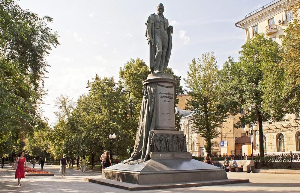 Pamyatnik-Griboedovu