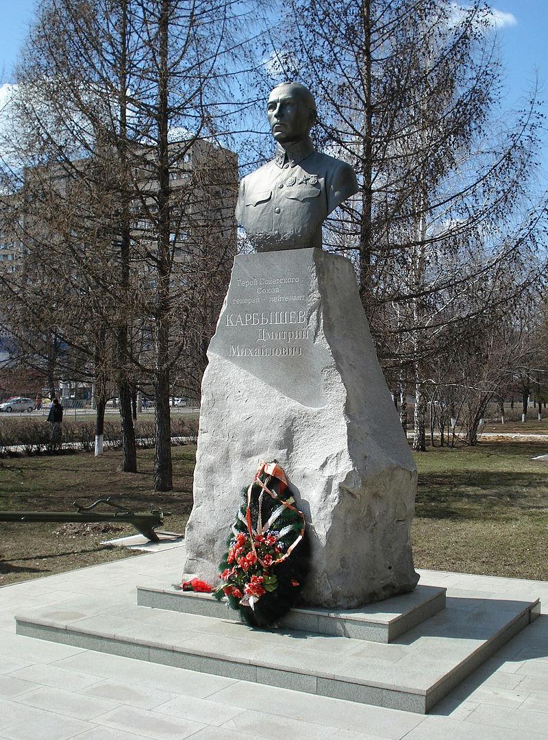 Pamyatnik-Karbyshevu-v-Tolyatti