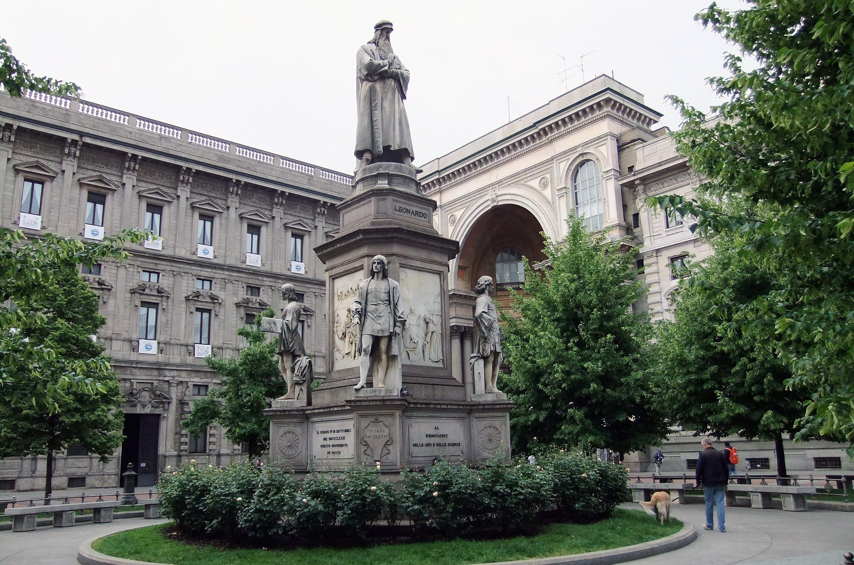 Pamyatnik-Leonardo-da-Vinchi-v-Milane-Italiya
