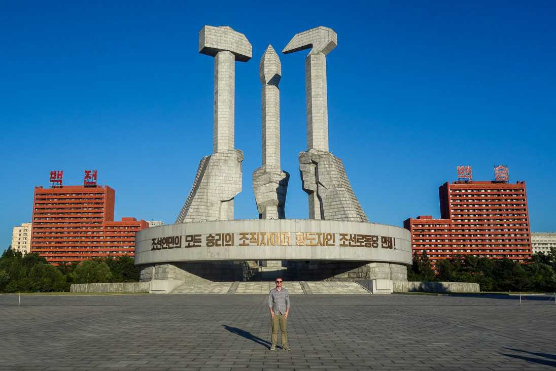 Pamyatnik-Trudovoy-partii-Korei