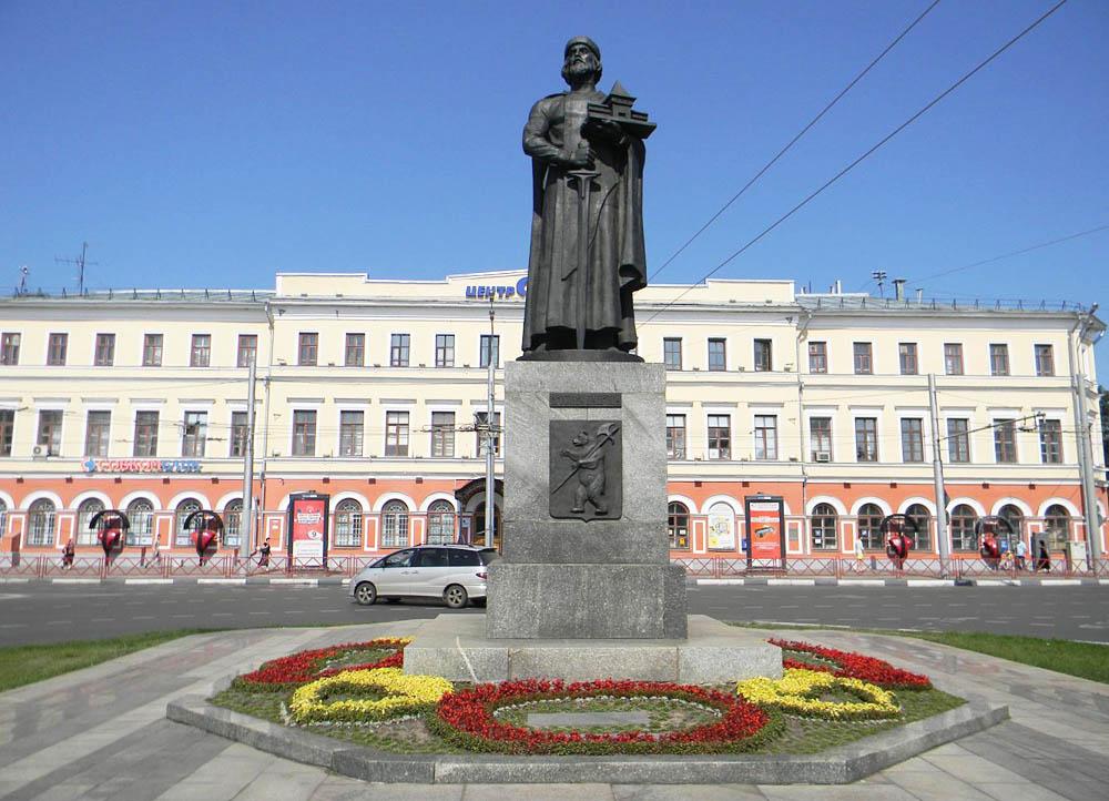 Pamyatnik-YAroslavu-Mudromu