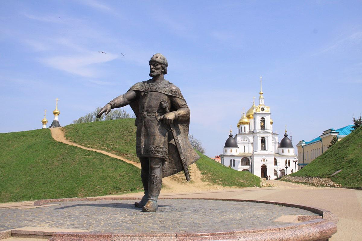 Pamyatnik-YU.-Dolgorukomu-v-Dmitrove