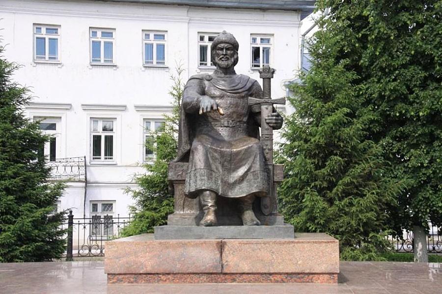 Pamyatnik-YU.-Dolgorukomu-v-Kostrome